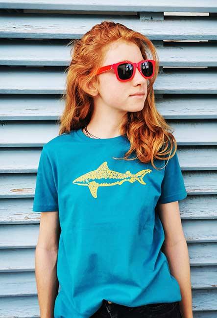 Requin Tribal - Tee-shirt - Sérigraphie artisanale - île de la Réunion - Coton 100% Biologique - Équitable - Dessin original Bouftang